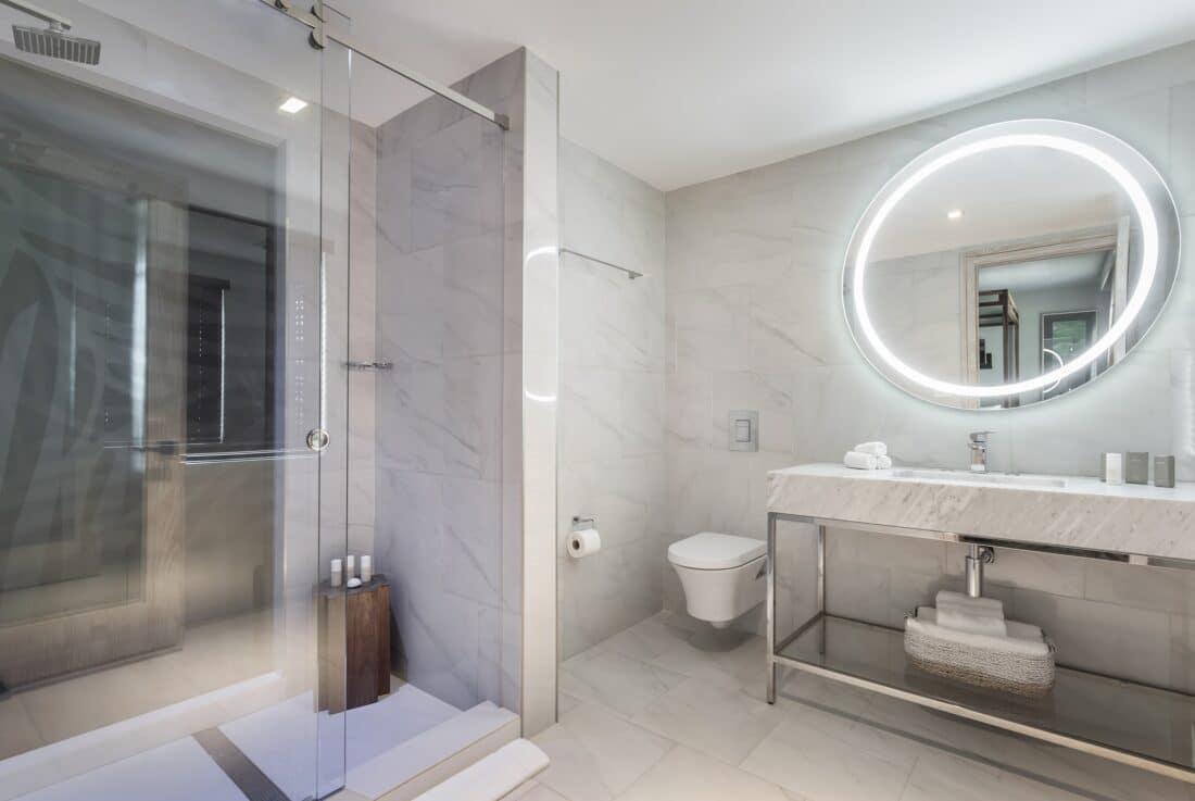 lennox hotel bathroom