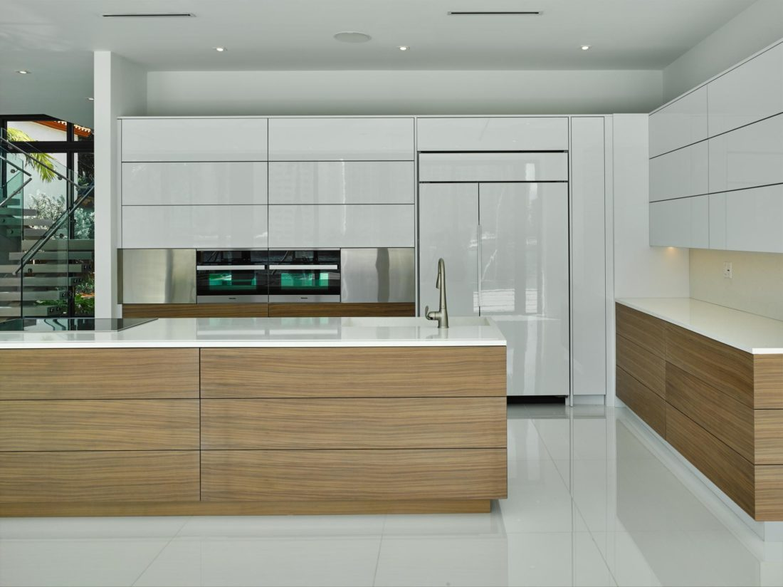 The kitchen features Cameo white lacquer cabinets